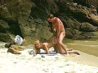 Laura Palmer in Beach Bums (2)