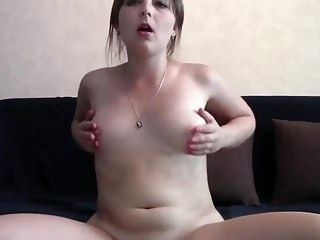 Chubby Amateur Cam Girl Plays With Her Pussy (7)