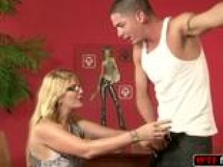 Nina Hartley rebota el culo (2)