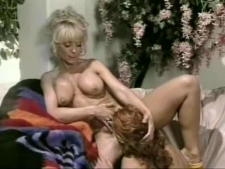Increíble clip retro Debi Diamond y Nina Hartley