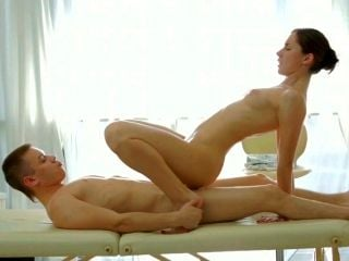 Shapely Enchantress Gets Her Pussy Fucked In Missionary Position