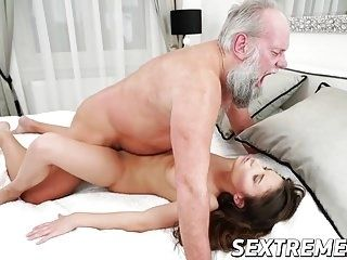 Horny Old Man Shows This Teenage Whore He Still Got Game (3)