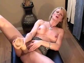 Blond mother I'd like to fuck squirts with biggest sex-toy (3)