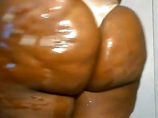 BBW oils her ass up for you