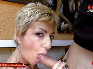 Mature Mother loves piss from younger Cocks - GGG Devot (4)