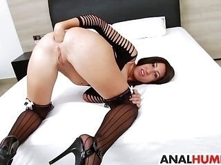 Eloa Lombard gets her asshole stretched (3)