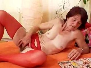 Ugly oma Matylda spreads and toys shaggy piss hole (7)