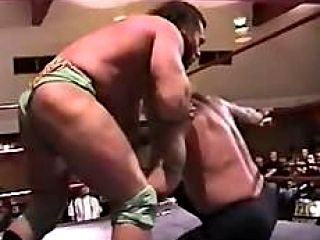 Vampiro vs.  Perro Russo (with a wedgie)