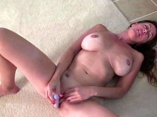 Mature Amateur Toys Her Pussy (7)