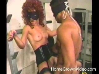 What An Awesome Interracial Vintage Pussy Licking And Banging In The Gym (2)