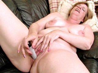 Ray Lynn power pumps her
