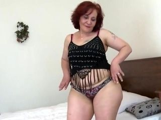 MASSIVE ASS REDHEADED MOMMY LICKING AND FUCKING HER TOYS (2)