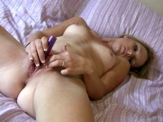 Sizzling Fair Haired Cutie Masturbates Ardently In Bed