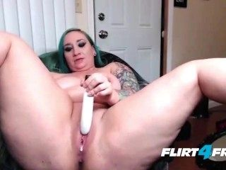 BBW Taylor Lynne Spreads Her Squirting Pussy