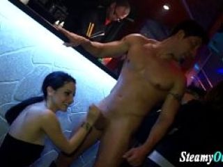 Amateur Teen troie Eating Pussy