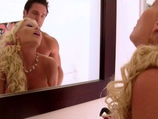 Cindy Lucas in Sexy Wives Sindrome