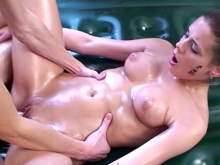 She Gives An Incredible Sexy Massage