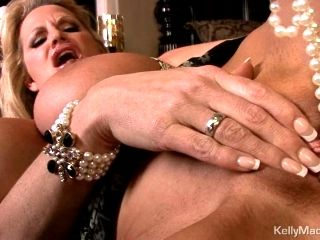 Super hot Kelly Madison rubs her pussy to orgasm