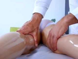 Massage ends with hard fucking moments for Dillion Harper
