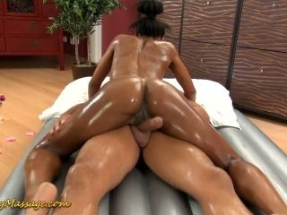 Unforgettable nuru massage by sexy ebony chick Isabella