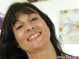 British milf Lelani plays with new sex toy (2)