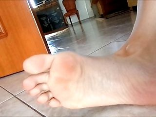 Mairy Moves Her Small (Size 36) Sexy Feet