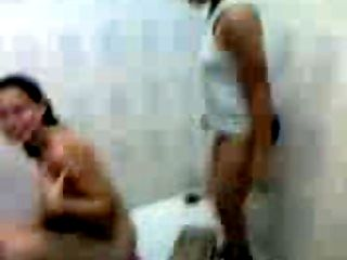 adolescents arabes une douche