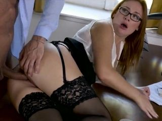 Secretary In Heats Tries The Boss While Alone In His Office