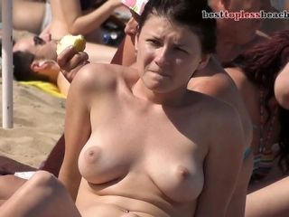 Fantastic girl Topless on the Beach (7)