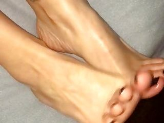 Cumshot On Her Feet And Toes (2)