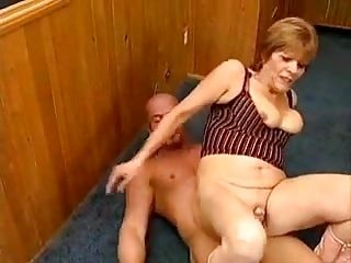 Granny Goes Sex At The Gym
