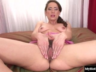 Cougar Showcasing Her Hairy Pussy Then Giving Her Guy Blowjob In Closeup (2)