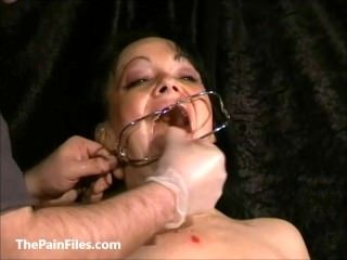 Face punished mature slave Chinas dental gagged sadomasochist torments and