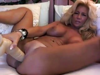 Mature dildo webcam
