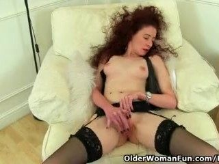 British milf Scarlet fingers her wet cunt (2)