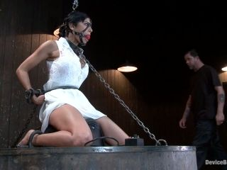 Beretta James gets tortured in an amazing BDSM action