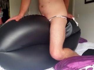 Inflatable Tyre - Pool Toy Ride [male] (2)
