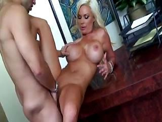 Double D Housewife Diamond Foxxx