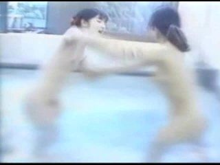 Classic Catfights-Naked Bath House Catfights