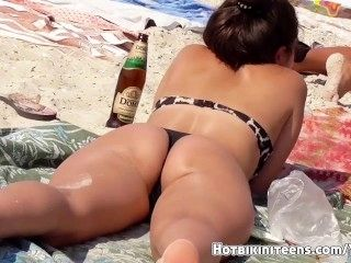Sexy Thong Ass Milfs Hot Bikini Teens Beach Voyeur HD Video (2)
