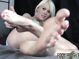 You Can Stare At My Feet While You Jerk Off (2)
