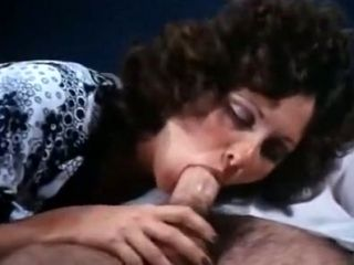 Retro whore Linda Lovelace having sex with Harry Reems in 70s porn clip (2)