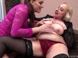 Sizzling Hot Granny Getting Her Shaved Pussy Licked And Fingered On Her Sofa