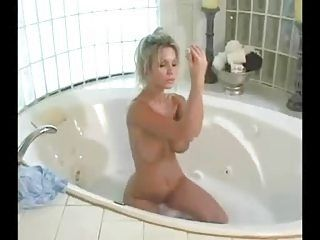 Veronica Black takes a bath!