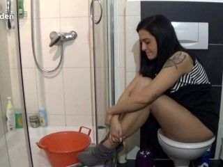 Sexy Girl Farting On Toilet