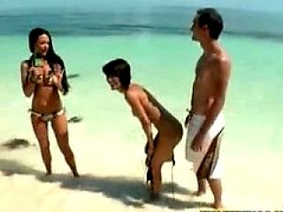 Tight Teen Gets Her Box Rammed Hard On The Beaches ...