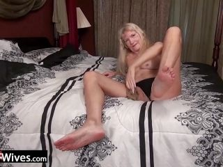 Blonde Housewife Masturbating (2)