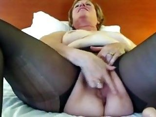 Aunt Sue ripped hose squirt