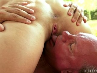 Dirty Grandpa Opens Up So She Can Piss In His Mouth (2)