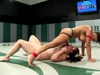 Two Chubby Nude Lesbians Fight And Make Love On Tatami